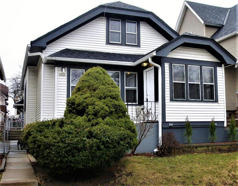Newly Updated West Allis Bungalow!