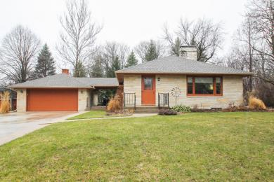 1125 Sunset Dr, Delafield, WI 53018
