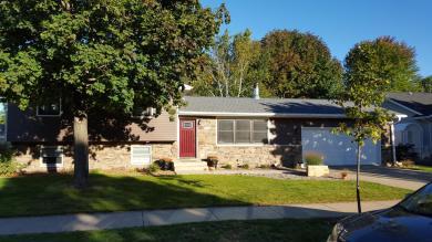 1328 Red Cedar Ct, Onalaska, WI 54650