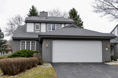 2117 W Raleigh Ct, Mequon, WI 53092