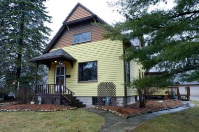 1028 Hickory St, West Bend, WI 53095