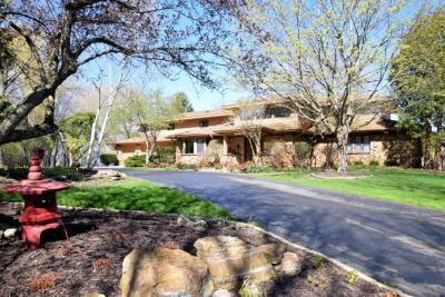 Photo of 326 W Seacroft Ct, Mequon, WI 53092