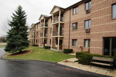 530 N Silverbrook Dr, West Bend, WI 53095