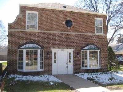 Photo of 601 E Henry Clay St, Whitefish Bay, WI 53217