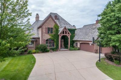 Photo of 801 N Pinyon Ct, Hartland, WI 53029