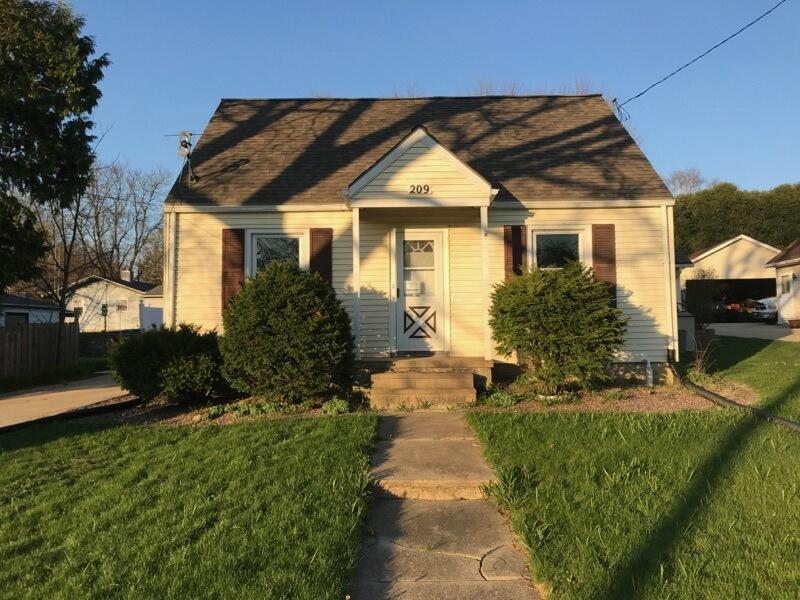 209 Summit Ave, Watertown, WI 53094