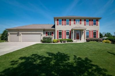 Photo of 1266 Canary Ln, Grafton, WI 53024