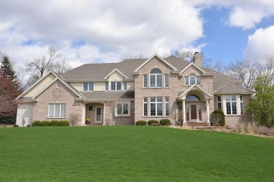 Photo of 2440 Dorchester Ct, Brookfield, WI 53045