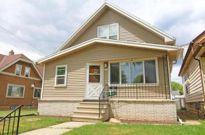 Photo of 3716 E Holmes Ave, Cudahy, WI 53110