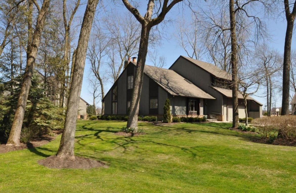 31 Lakewood Dr, Wind Point, WI 53402