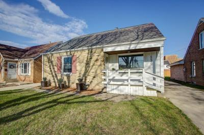 Photo of 5640 N Lydell Ave, Whitefish Bay, WI 53217