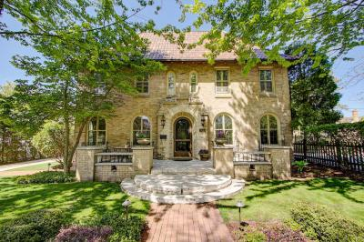 Photo of 3615 N Hackett Ave, Shorewood, WI 53211