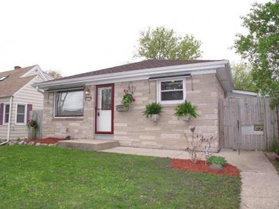 Photo of 2924 S 95th St, West Allis, WI 53227