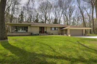 Photo of 1016 Woodland Rd, Kohler, WI 53044
