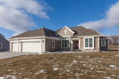 Photo of W223n4689 Seven Oaks Dr, Pewaukee, WI 53072