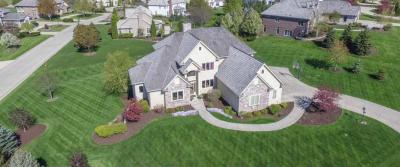 Photo of 801 N Bluespruce Cir, Hartland, WI 53029