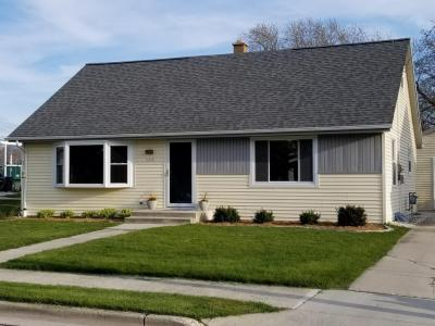 Photo of 1015 Park Ave, Oostburg, WI 53070