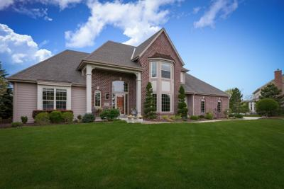 Photo of 375 Sunshine Dr, Hartland, WI 53029