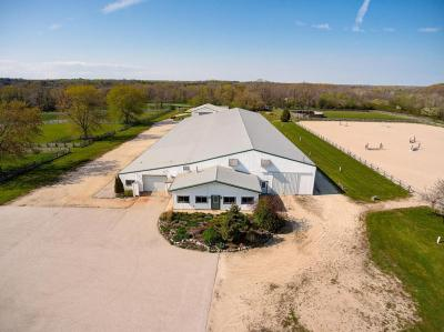 Photo of 7230 W Highland Rd, Mequon, WI 53092