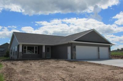 Photo of 407 East Field Dr, Oostburg, WI 53070