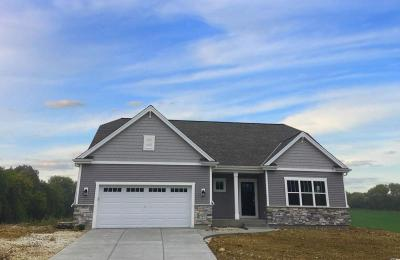 Photo of 729 Autumn Ridge Ln, Hartford, WI 53027