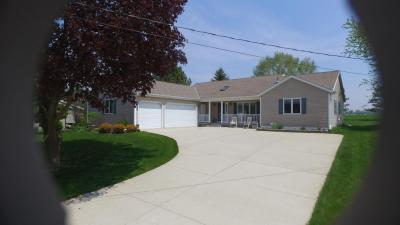 Photo of 142 E Shore Dr, Random Lake, WI 53075