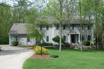 Photo of 15160 W Woodland Dr, New Berlin, WI 53151