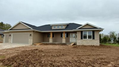 Photo of 521 Wren Ln, Howards Grove, WI 53083