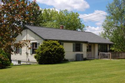 Photo of W4171 Center St, Fredonia, WI 53021
