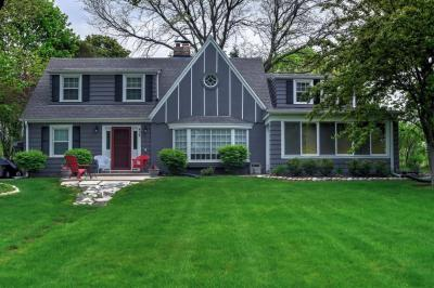 Photo of 406 W Clovernook Ln, Glendale, WI 53217