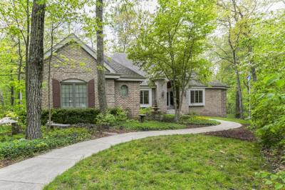 Photo of S40W22635 Sommers Hill Dr, Waukesha, WI 53189