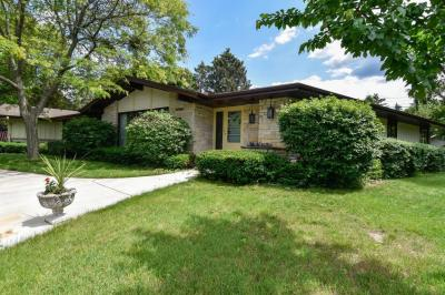 Photo of 15085 Cascade Dr, Elm Grove, WI 53122