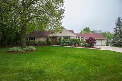 Photo of 111 W Clovernook Ln, Glendale, WI 53217