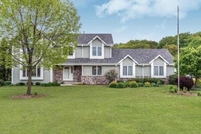 Photo of 1772 Field Cliffe Dr, Richfield, WI 53076