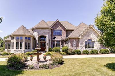 Photo of 555 Hawks Ridge Rd, Brookfield, WI 53045