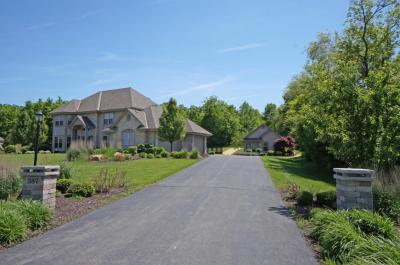Photo of 357 Whispering Ridge Ct, Richfield, WI 53017