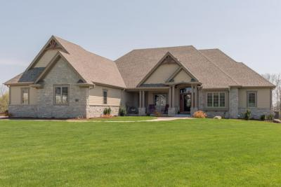 Photo of 9365 Stonegate Rd, Cedarburg, WI 53012