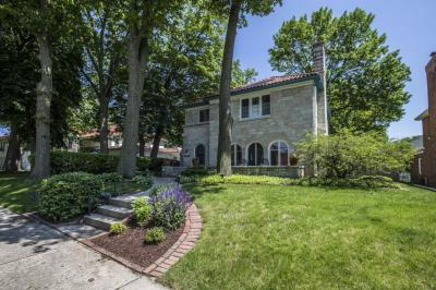 Photo of 4326 N Alpine Ave, Shorewood, WI 53211