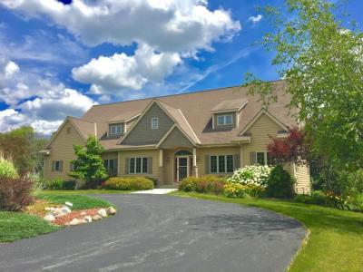 Photo of 470 Woodside Dr, Cedarburg, WI 53012