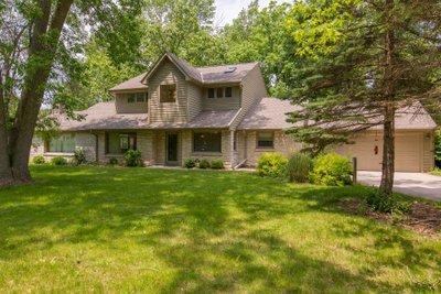 Photo of 11822 W Clarke St, Wauwatosa, WI 53226