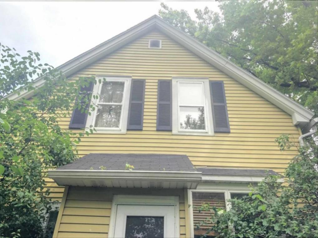 2723 W Mequon Rd, Mequon, WI 53092