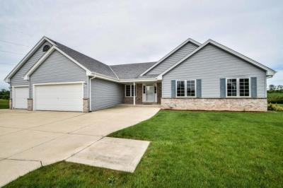 Photo of 10851 S Christina Ct, Oak Creek, WI 53154