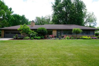 Photo of 835 E Bay Point Rd, Bayside, WI 53217