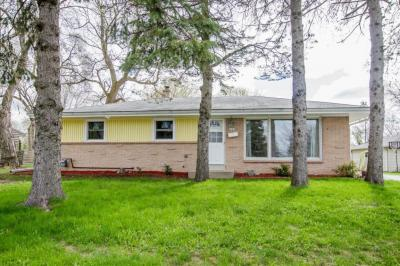 Photo of 6041 Oakwood Ln, Greendale, WI 53129