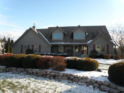 Photo of 880 Foxkirk Dr, Brookfield, WI 53045