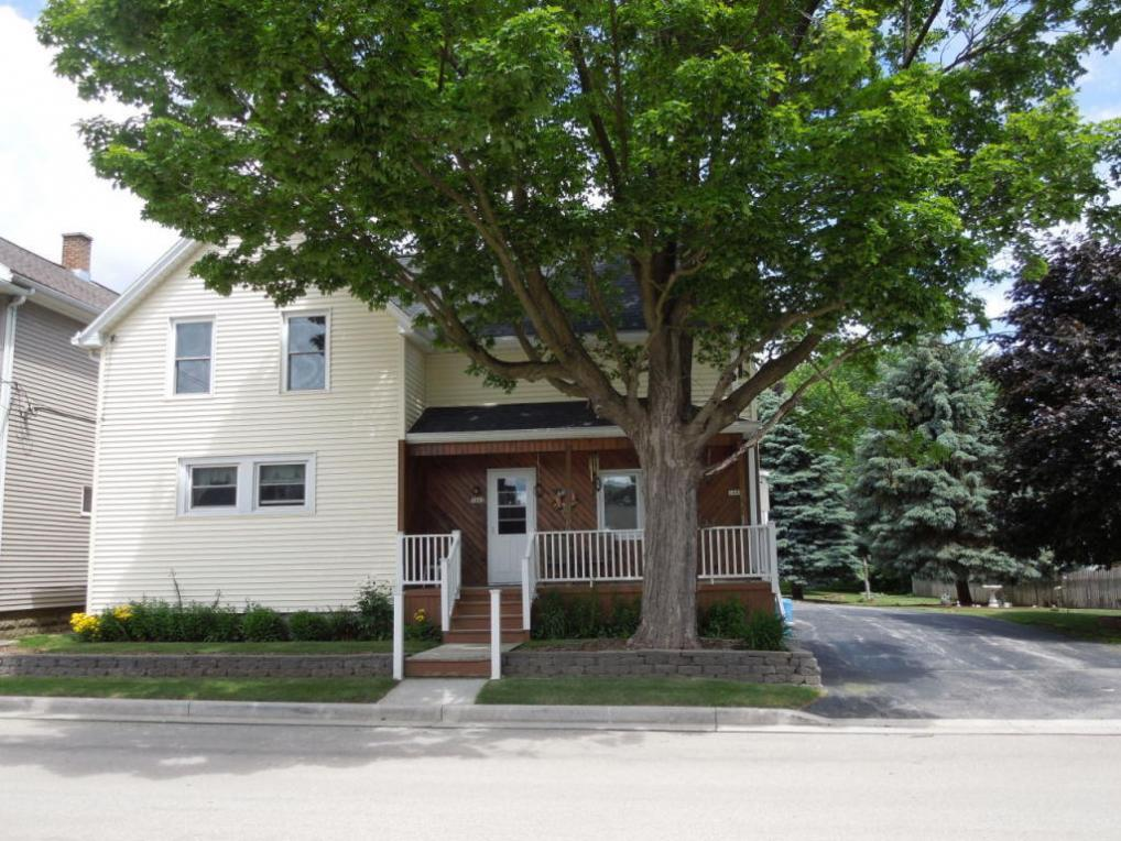 1042 W Grant Ave, Cleveland, WI 53015