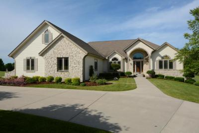 Photo of 601 Bayberry Ln, Slinger, WI 53086