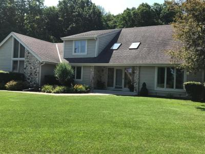 Photo of 2037 Parkwood Ct, Grafton, WI 53024