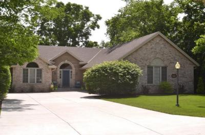 Photo of 4564 S River Ridge Blvd, Greenfield, WI 53228