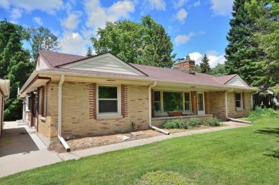 Photo of 6165 N Milwaukee River Pkwy, Glendale, WI 53209